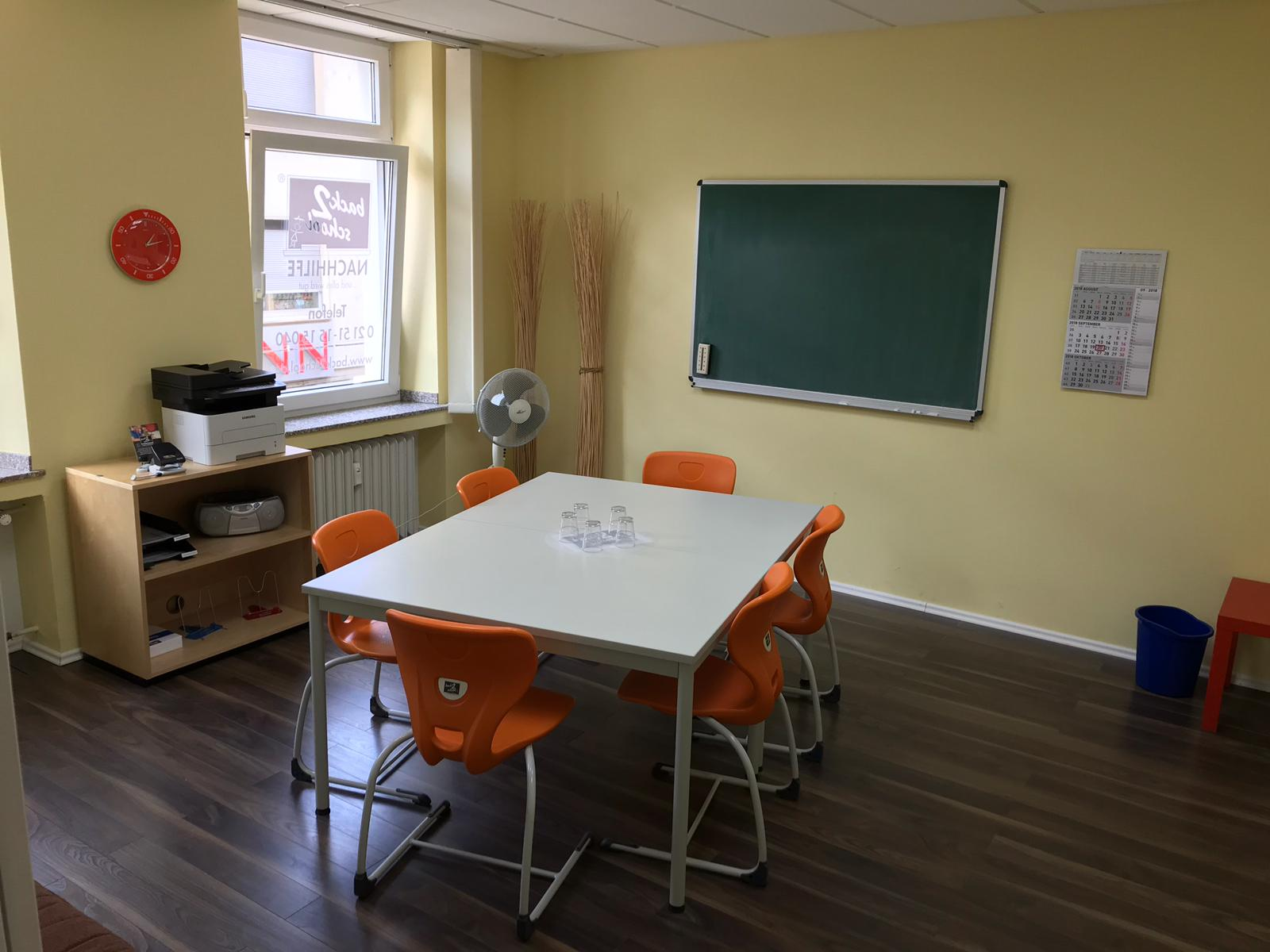 Klassenraum Unterrichtsraum back2school Nachhilfe Krefeld Uerdingen Nachhilfeinstitut in Krefeld
